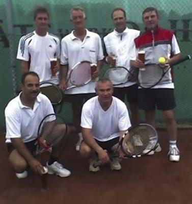 Stehend v.l.r.: Frank Groetzner, Carsten Frantzheld, Achim Paulussen, Otto Skof. Hockend: Olaf Bäslack und Viktor Trautmann